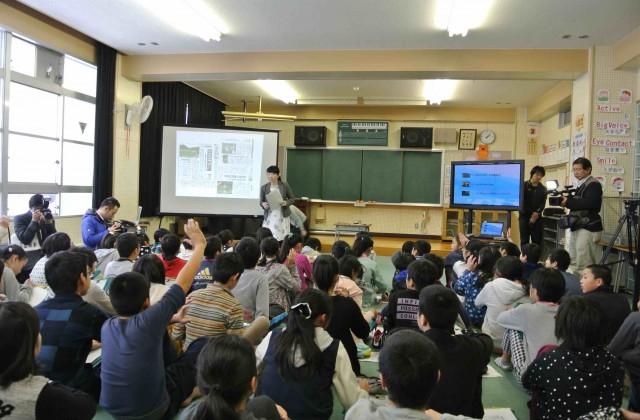 (映像教材やパワーポイントなどを活用して、対話型の授業を展開)